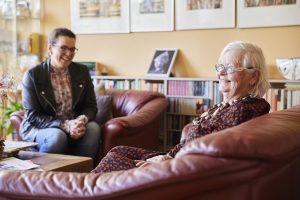 Casemanager dementie met dame met dementie